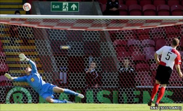 Craig Tully misses a penalty in a penalty shoot-out