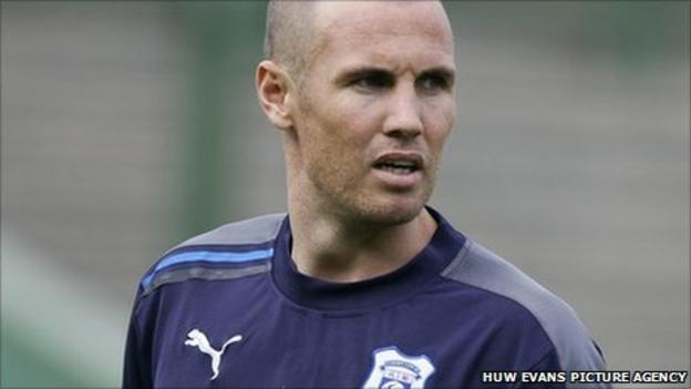 Striker Kenny Miller has joined Cardiff from Turkish side Bursaspor
