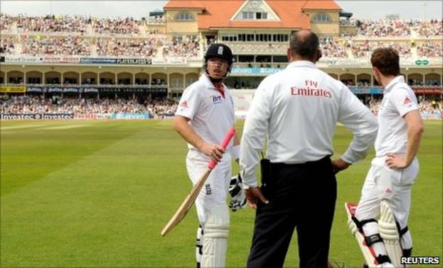 Ian Bell and Eoin Morgan speak to umpire Tim Robinson