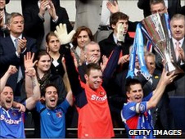 Carlisle win the Johnstone's Paint Trophy