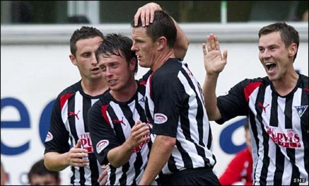 Martin Hardie and Dunfermline celebrate