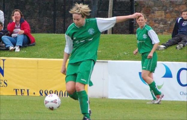 Guernsey women play football