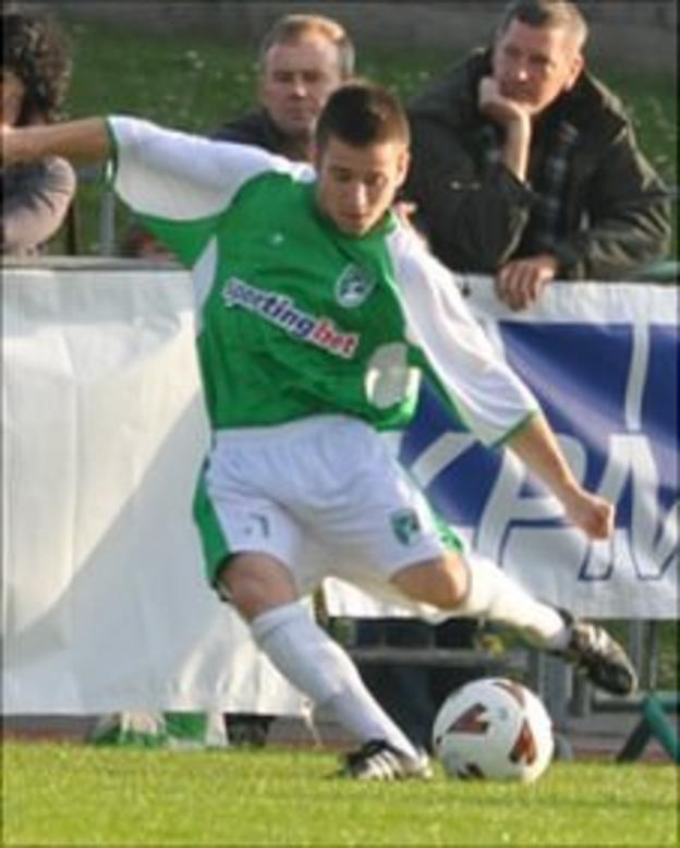 Glyn Dyer playing for Guernsey FC