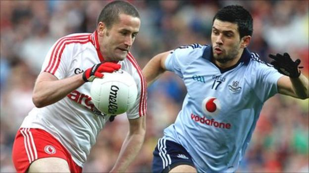 O'Neill attempts to pass Cian O'Sullivan in the quarter-final defeat to Dublin