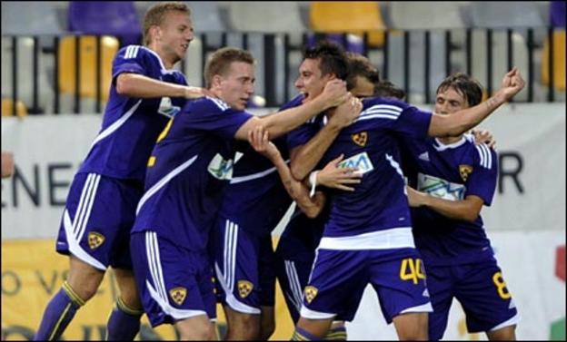Maribor celebrate an Arghus goal