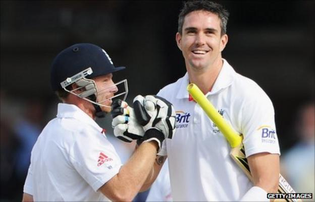 Bell and Pietersen hit a record 350-run stand against India