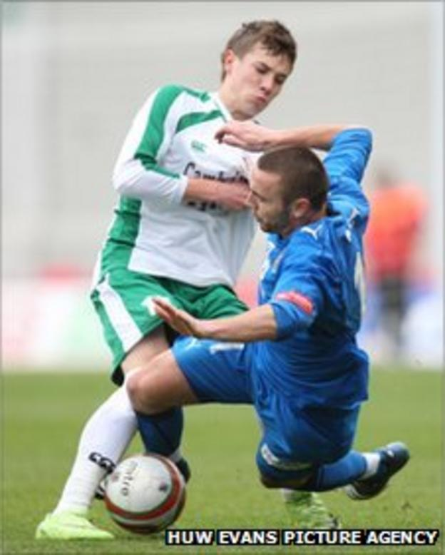 Tom Bradshaw and Sion Edwards tangle