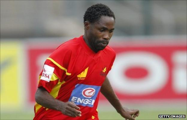 Santos and Malawi's Peter Mponda