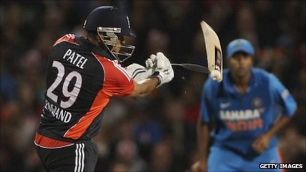 Samit Patel breaks his bat