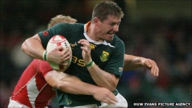 Bakkies Botha takes on Wales in November 2010