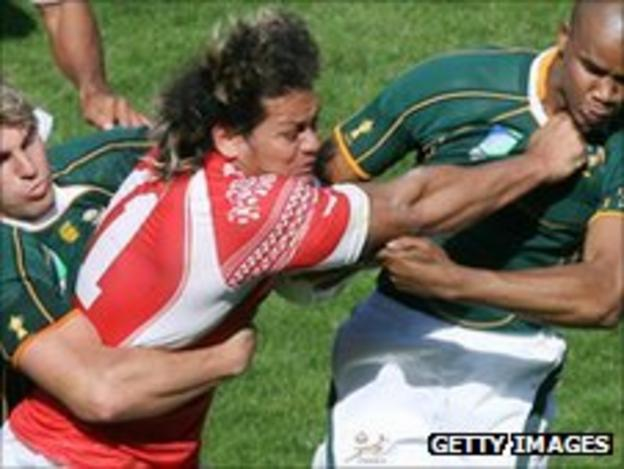 Tonga scrum-half Soane Havea takes on the South Africa defence in 2007