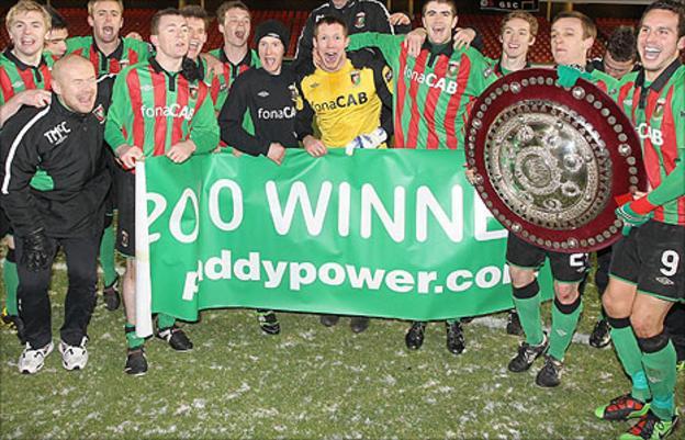 Glentoran won the 2010 Shield by beating Linfield