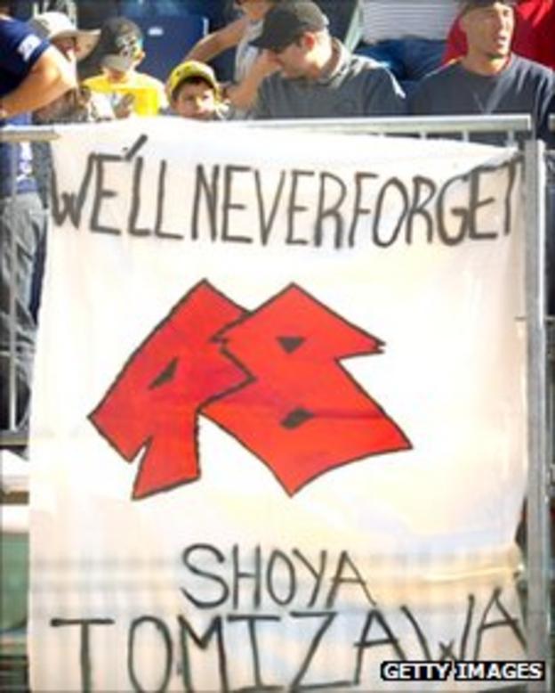 Banner commemorating Tomizawa