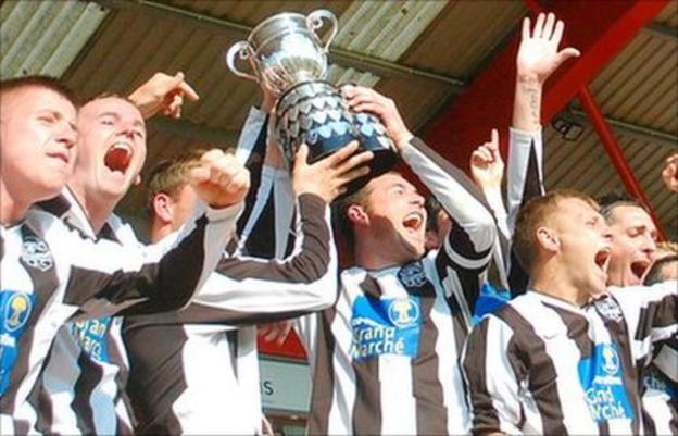 St Martin's lift the Upton Park Trophy