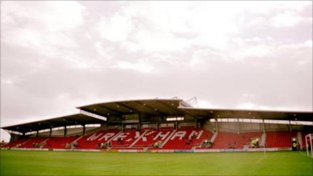 Racecourse Ground