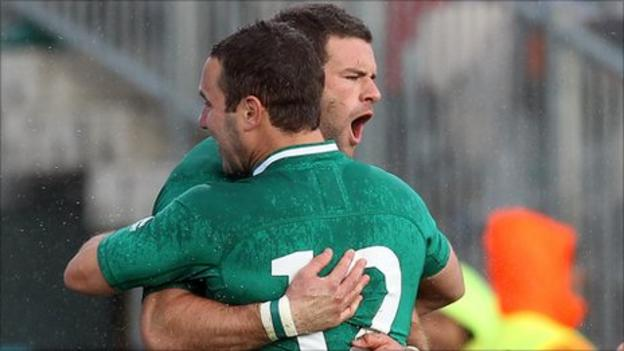 Fergus McFadden celebrates his try with Paddy Wallace (12)