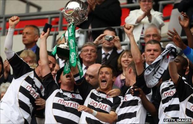 Ian Miller holds FA Trophy aloft alongside his Darlington team-mates at Wembley