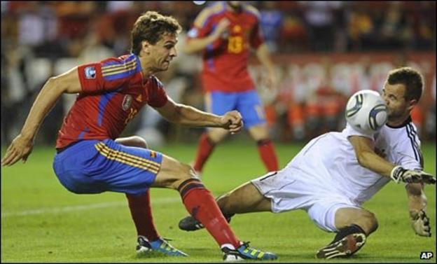 Peter Jehle (right) against Spain