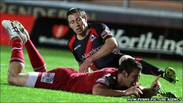 Scarlets centre Adam Warren dives over for his first try