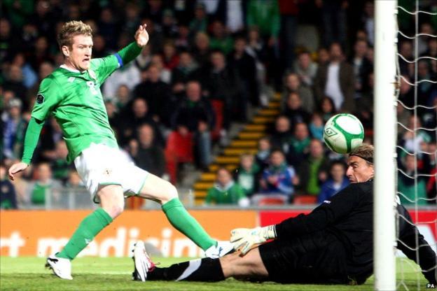 Steven Davis scores for Northern Ireland