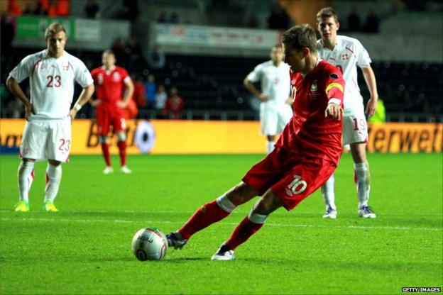 Aaron Ramsey scores for Wales