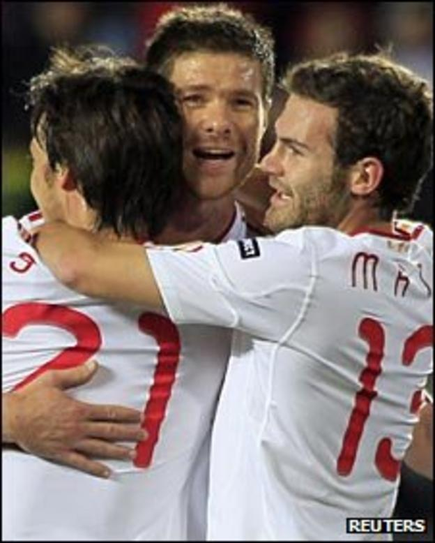 Xabi Alonso (centre) celebrates