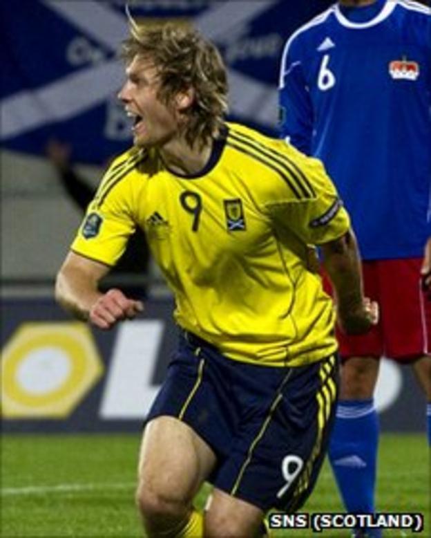 Craig Mackail-Smith celebrates after scoring Scotland's winner against Liechtenstein