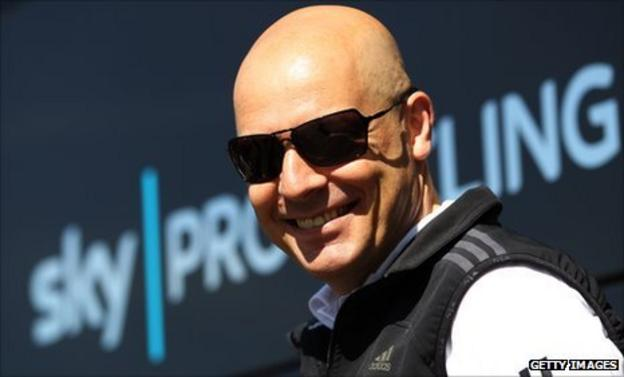 Dave Brailsford welcomes Mark Cavendish to Team Sky