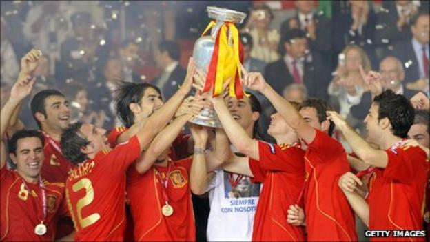 Spain celebrate winning Euro 2008