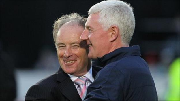 Brian Kerr and Nigel Worthington after the Euro 2012 qualifier between Northern Ireland and the Faroe Islands in August