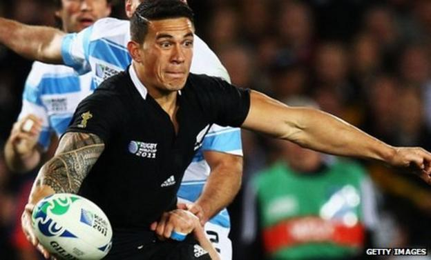 Sonny Bill Williams sends out a pass for New Zealand against Argentina