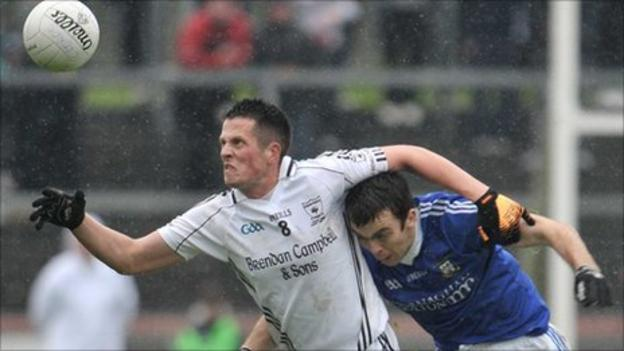 Clonoe's Shane O'Hagan beat Hugh McNulty to the ball in the Tyrone final