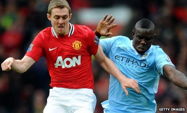 Fletcher being tackled by Manchester City's Richards