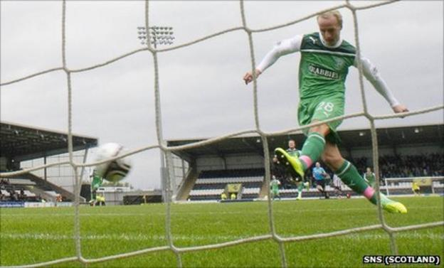 Leigh Griffiths scored twice at St Mirren Park on Saturday