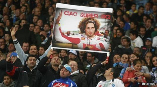 Fans pay tribute to Marco Simoncelli