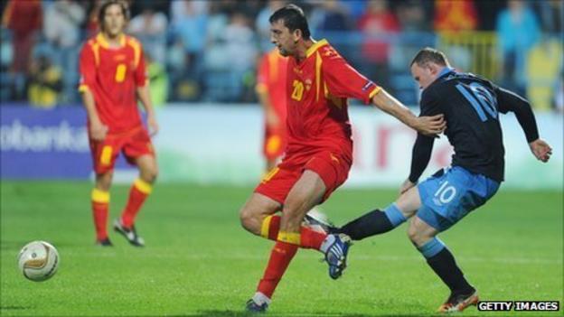 Wayne Rooney kicks out at Miodrag Dzudovic