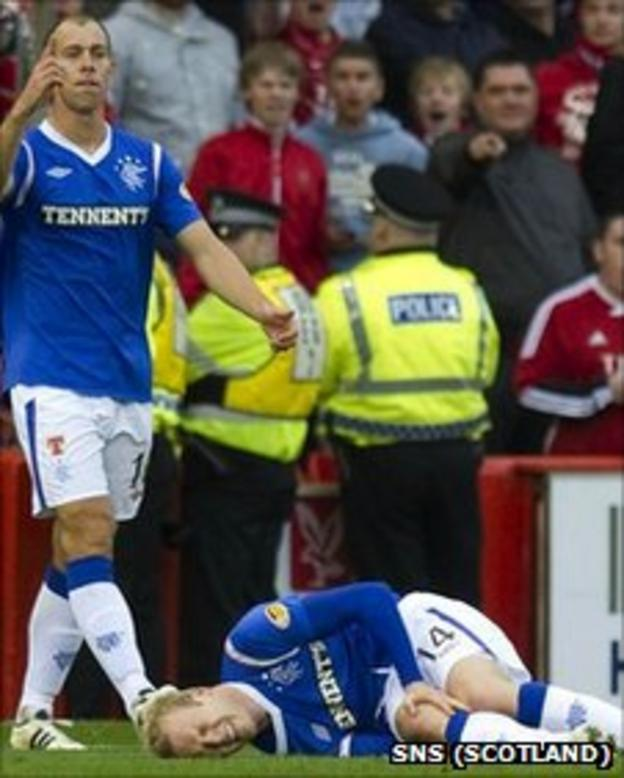 Steven Whittaker signals for help for team-mate Steven Naismith