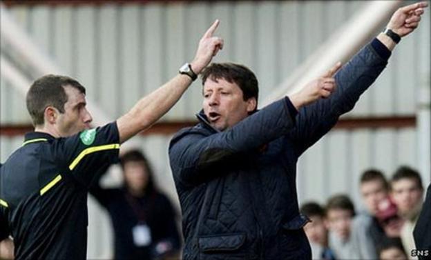 Alan Muir sends Alan Muir to the stand