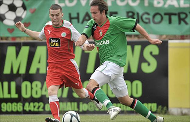 Cliftonville's Martin Donnelly in action against Andrew Waterworth of Glentoran at the Oval