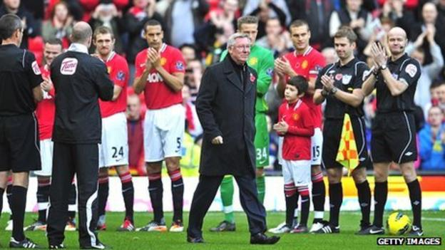 Sir Alex Ferguson (centre) receives a guard of honour at Old Trafford
