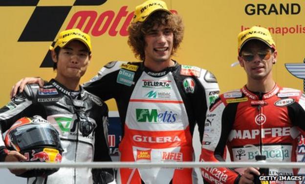 Marco Simoncelli (centre) and Alvaro Bautista (right)