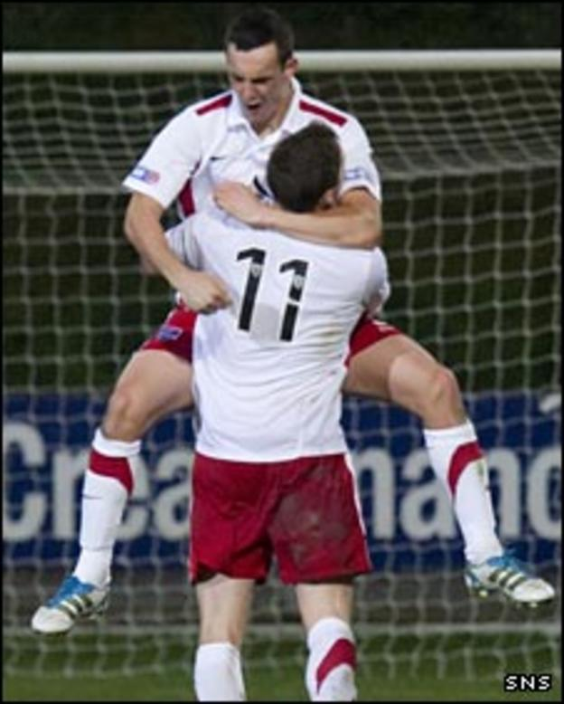Marc Fitzpatrick celebrates with Iain Vigurs