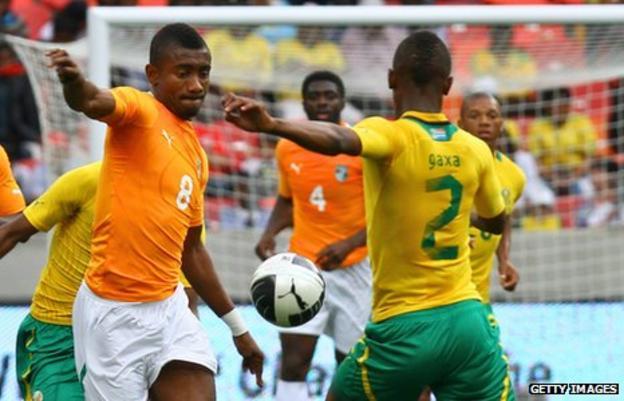 Ivory Coast's Salamon Kalou takes on South Africa's Siboniso Gaxa in the Nelson Mandela Challenge