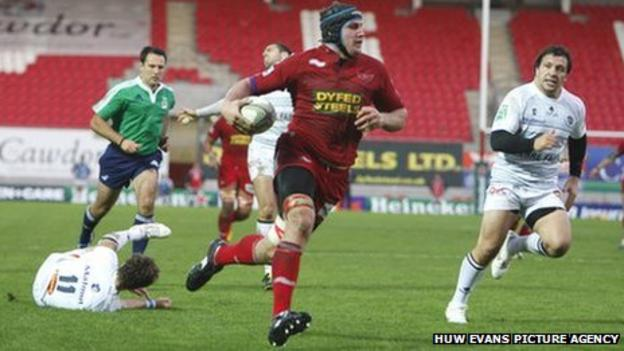 Scarlets back-row Ben Morgan breaks through the Castres defence to score