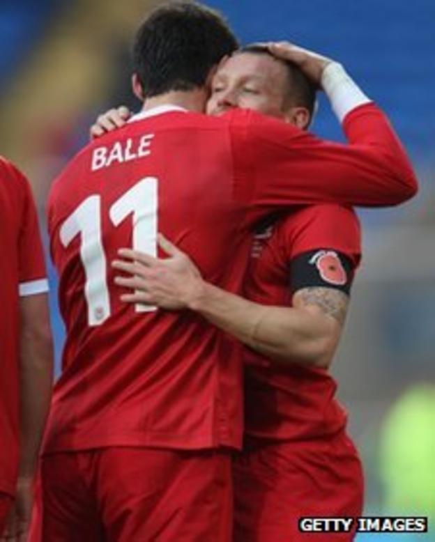 Gareth Bale and Craig Bellamy celebrate