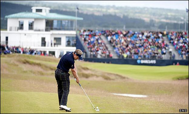 Luke Donald approaches the 18th green at Castle Stuart
