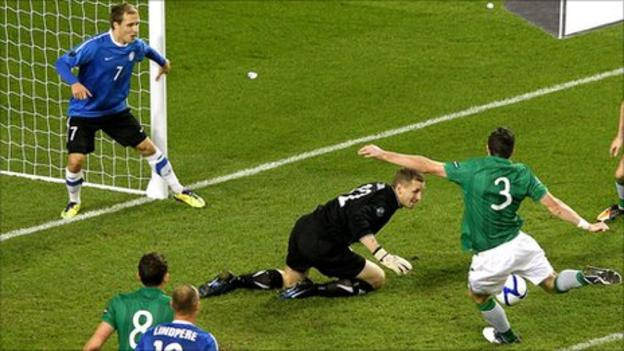 Stephen Ward scores for the Republic in the second leg against Estonia