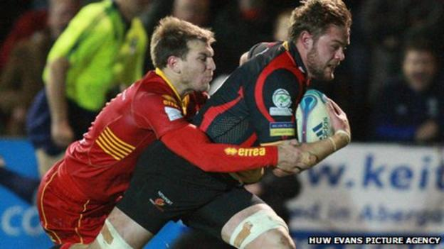 Lewis Evans crosses for the opening try