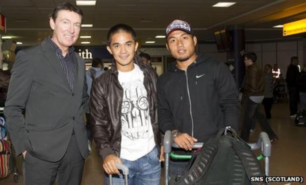 Gordon Smith, Sunil Chhetri and Jeje Lalpekhlua at Glasgow Airport
