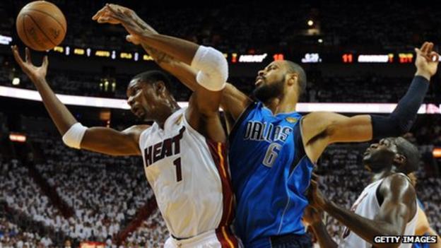 Dallas Mavericks Tyson Chandler (R) and Miami Heat's Chris Bosh